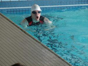 Alexis pendant l'épreuve de natation